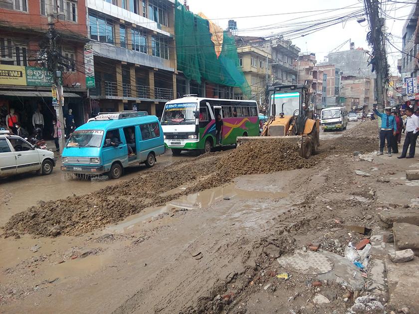 घामलाग्दा धुलो र पानी पर्दा हिलाेले काठमाडाैंवासी आक्रान्त