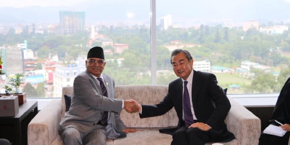 प्रचण्ड र चिनियाँ विदेशमन्त्रीबीच भेटवार्ता,नेपाल-चीन आर्थिक सहयोगका विषयमा छलफल