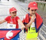 पोर्चुगलमा नेपाली बालकले राष्ट्रिय झन्डा फ़र्हराउदै गरे म्याराथुन