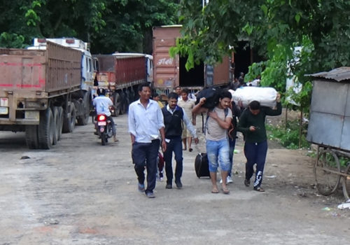 भोक टार्न रोगको पर्वाह नगरी भारत पस्ने बढ्दै