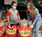 नायिका प्रतिक्षा खड्काद्वारा पिडित परिवारहरु लाई खाद्यान्न सहयोग
