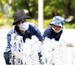 जापानमा गर्मी मौसममा सितल दिने फेस मास्क बनाइदै
