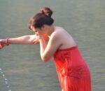 सामाजिक दूरी कायम गर्दै कालीगण्डकी स्नान