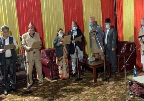 गण्डकीका नवनियुक्त मुख्यमन्त्री र दीपक मनाङेसहित ४ जना मन्त्रीले लिए शपथ